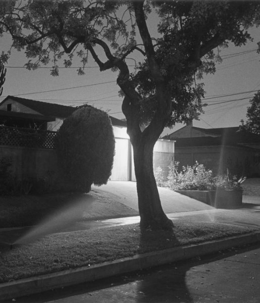 Night Walk No. 5, 1998 De la série Sunset Park © Henry Wessel; courtesy Pace/ MacGill Gallery, New York
