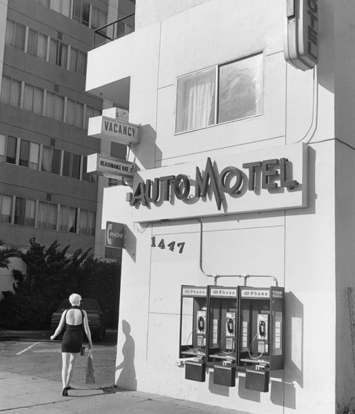 Santa Monica, California, 1989 © Henry Wessel; courtesy Pace/ MacGill Gallery, New York
